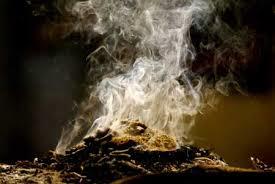 Sortilégio de amor com a fumaça de ervas