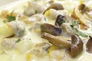 Chowder de berbigão e cogumelos