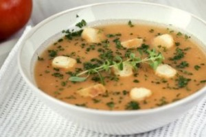 Sopa de tomate aromatizada